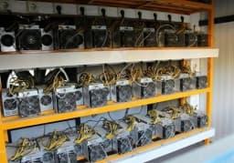⚡️رمز ارزها بلای جان برق خوزستان  🔺سخنگوی برق منطقهای کشور   🔰در ماه گذشته ۵ هزار و ۷۰۰ ماینر شناسایی و ضبط شد که هر ماینر هم معادل یک کولر گازی و حتی بیشتر هم برق مصرف میکند و دستگاههایی که تا الان کشف کردیم معادل حدود ۱۱.۴ مگاوات برق مصرف کرده اند. 🆔 @ramhormoznews_ir