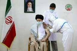🔰 رهبر انقلاب پیش از ظهر امروز (جمعه) یکم مرداد ماه، نوبت دوم واکسن ایرانی کرونا را دریافت کردند. #باافتخار_ایرانی